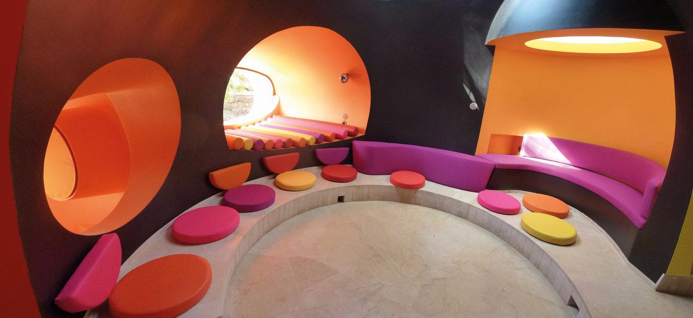 интерьер Дома Бернара (Дом-пузырь), автор проекта — Одиль Декк