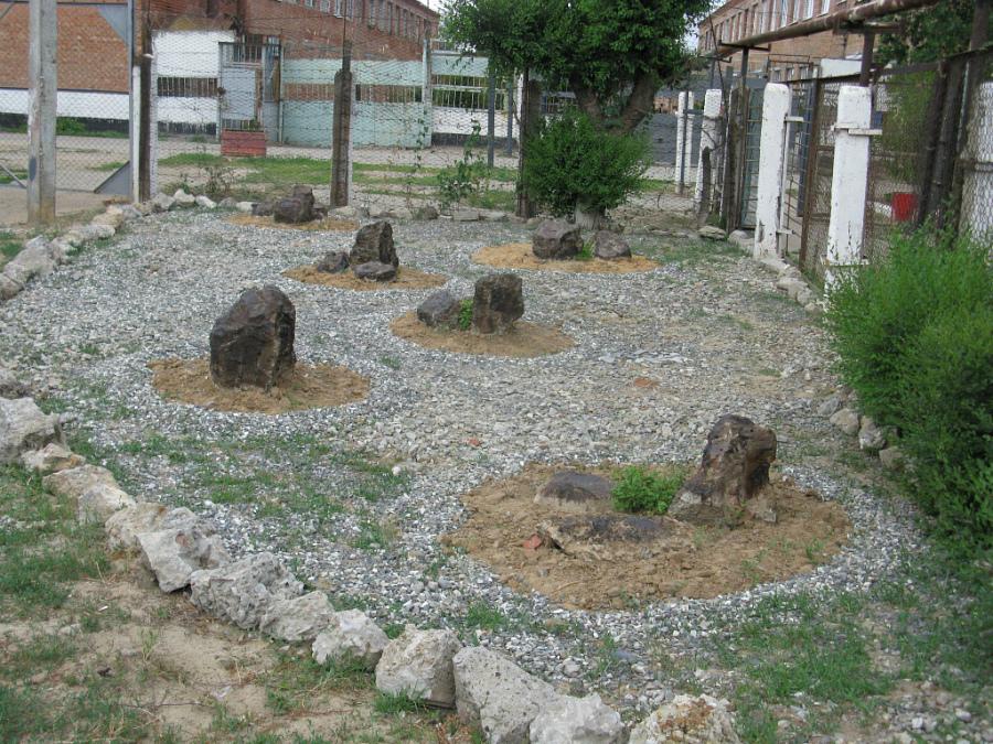 сколько камней в японском саду