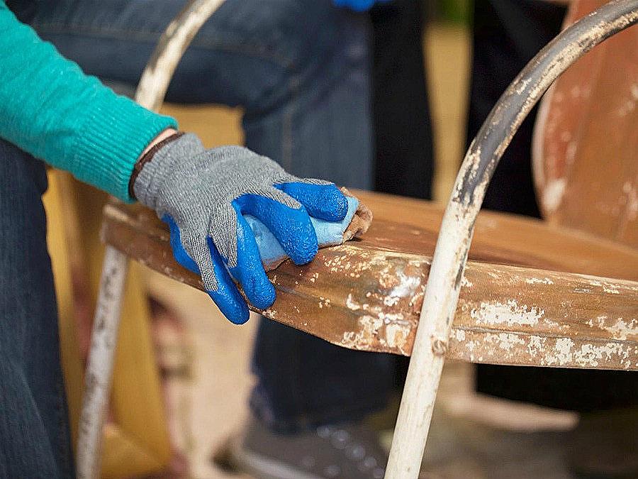 отшкурить деревянную поверхность