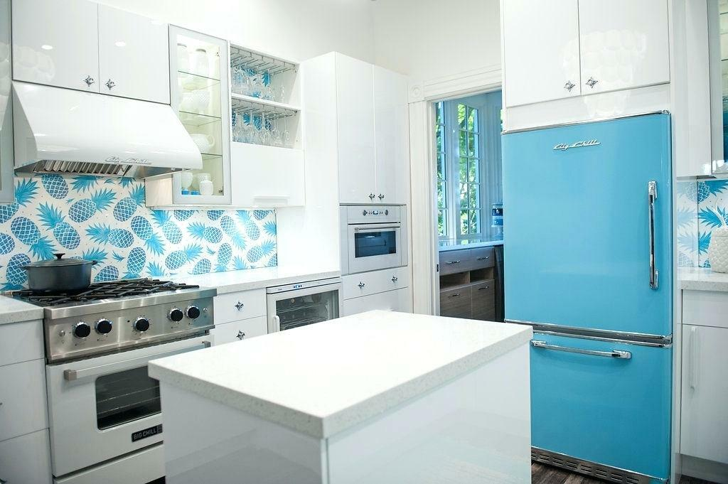 голубой холодильник