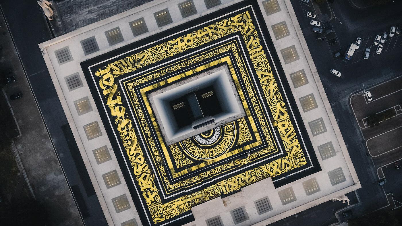 модным домом Fendi, самая большая каллиграфия в Италии, автор — Покрас Лампас