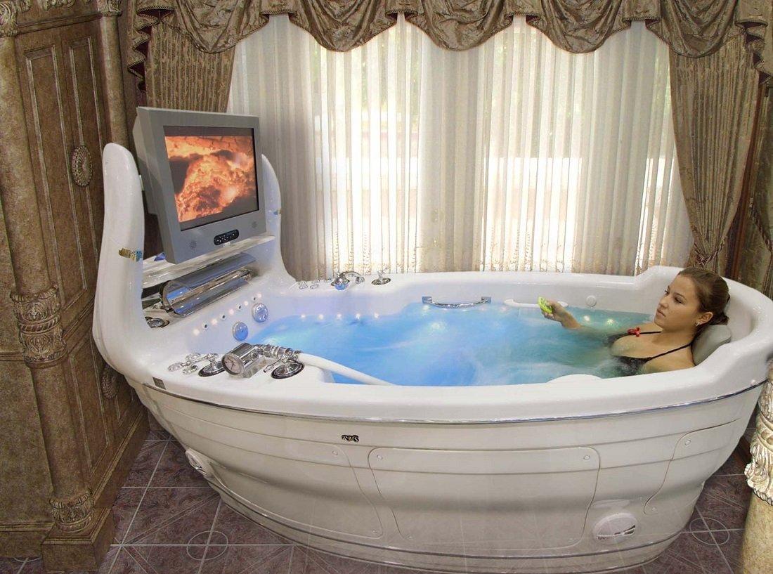 ванна с джакузи и телевизором
