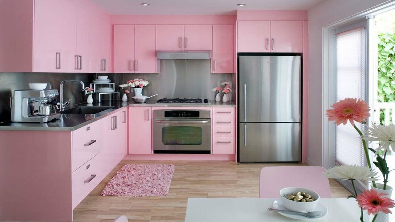 дизайн яркой кухни нежно розового цвета