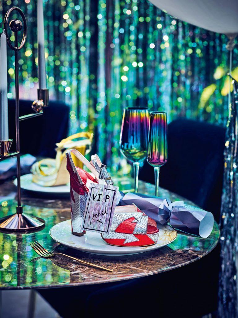сервировка стола на Новый год в стиле диско