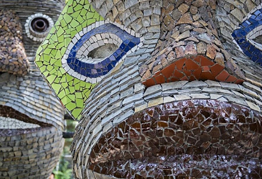 каменные скульптуры мозаика