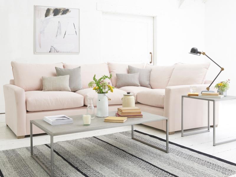 розовый диван-уголок