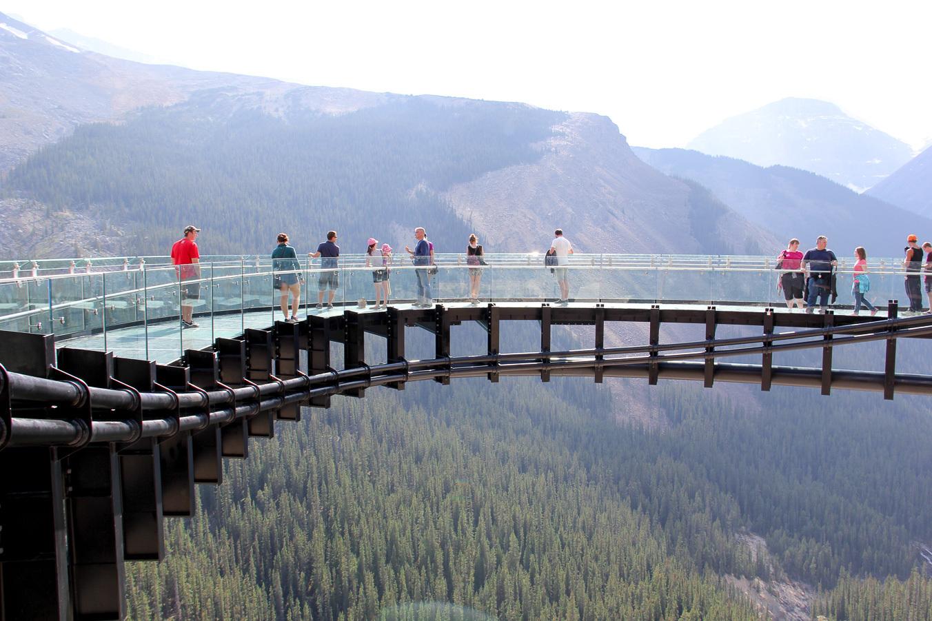 опасное для акрофобов место — смотровая площадка Glacier Skywalk