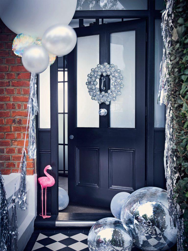 оформление входной двери в стиле диско