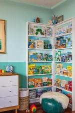 Книжный уголок в детской комнате против гаджетов: кто победит?