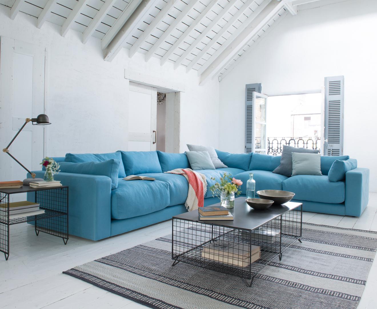 голубой диван-уголок