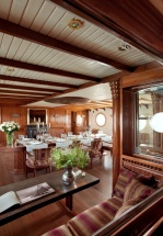 Гламурная жизнь военного судна: интерьеры яхты La Sultana