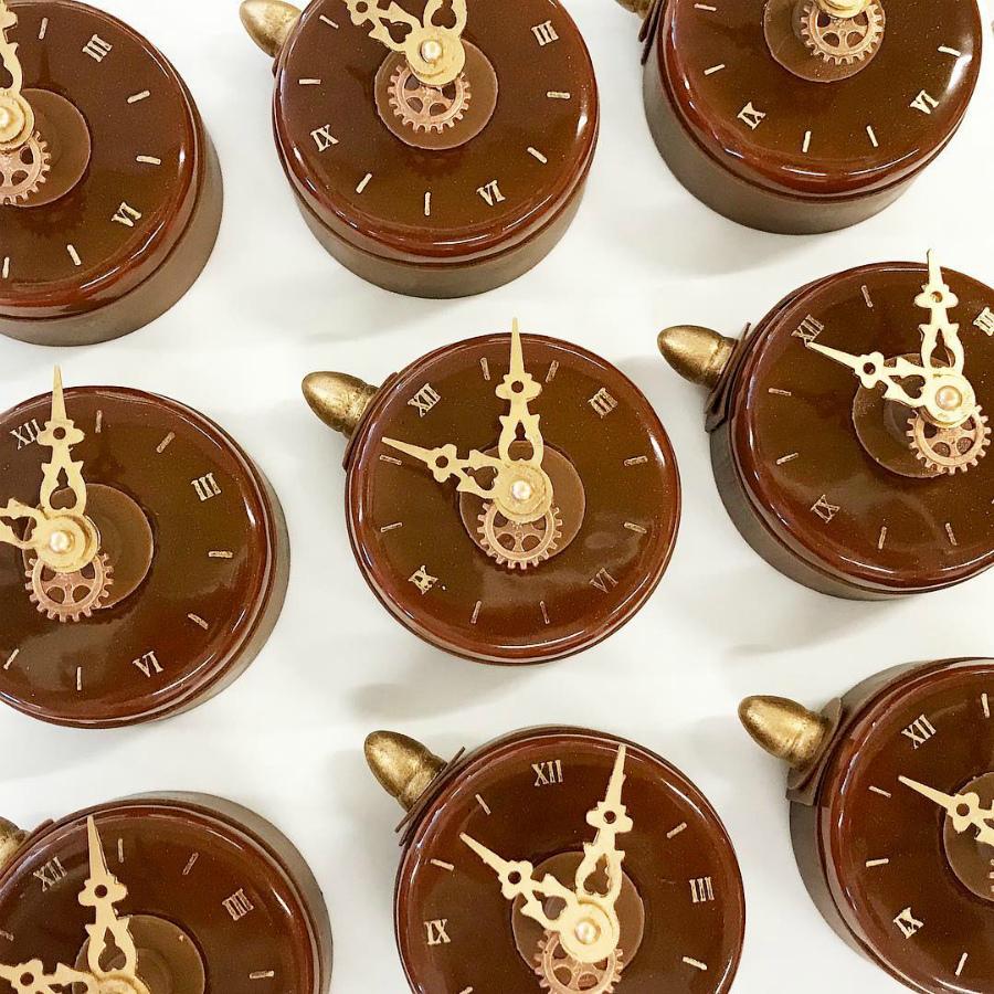 часы из шоколада