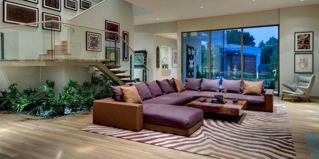 большой фиолетовый диван